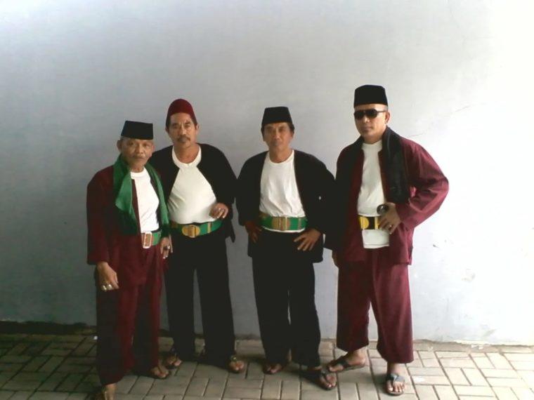 Pakaian Adat Betawi Peci