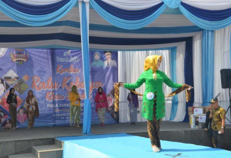 Pakaian Adat Jawa Barat Kebaya Sunda