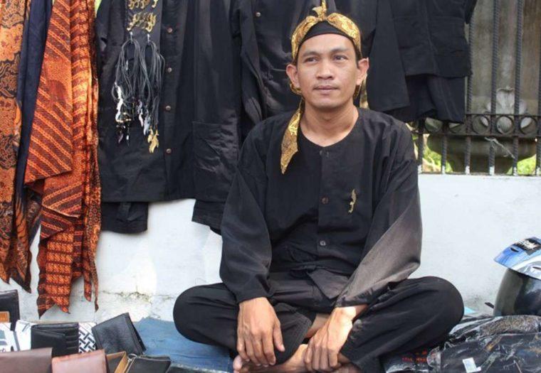 Pakaian Adat Jawa Barat Pangsi