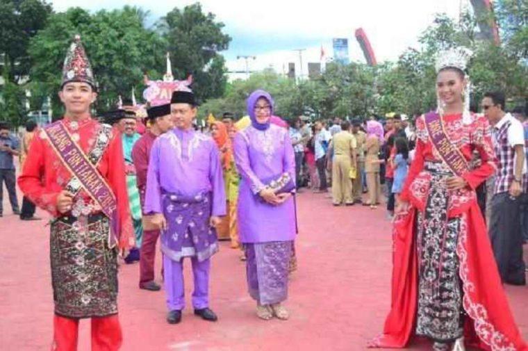 Pakaian Adat Kalimantan Barat Buang Kuureng