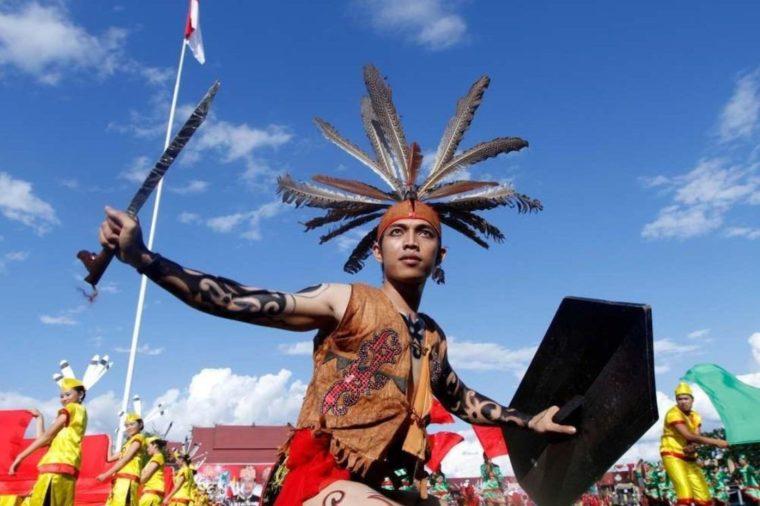 Pakaian Adat Kalimantan Barat King Baba