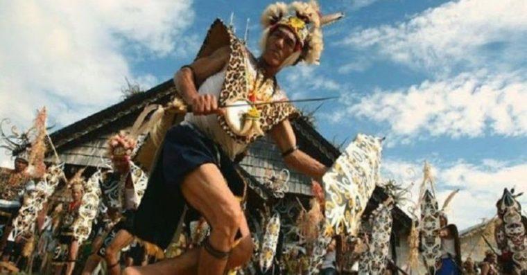 Pakaian Adat Kalimantan Barat King Kabo