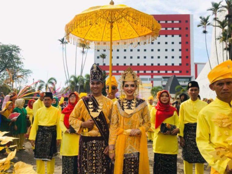 Pakaian Adat Kalimantan Barat Teluk Belangan