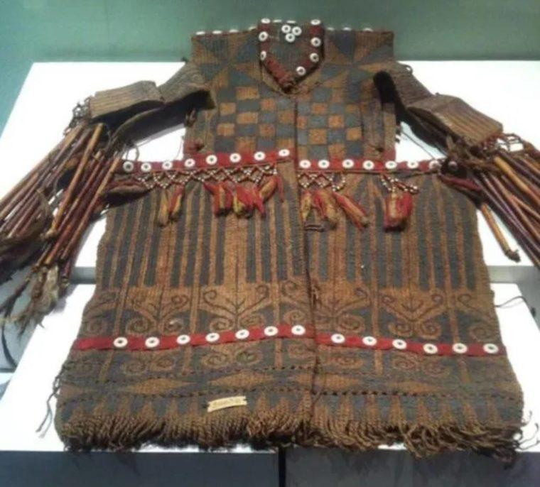 Pakaian Adat Kalimantan Tengah Tenunan