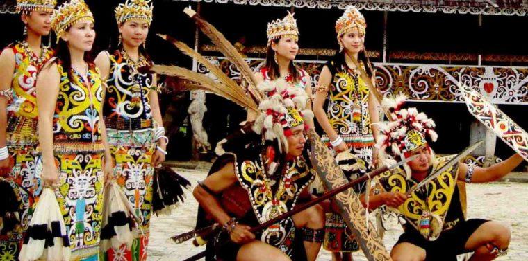 Pakaian Adat Kalimantan Timur Dayak Bulang Kuurung