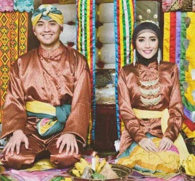 Pakaian Adat Kalimantan Timur Sakai