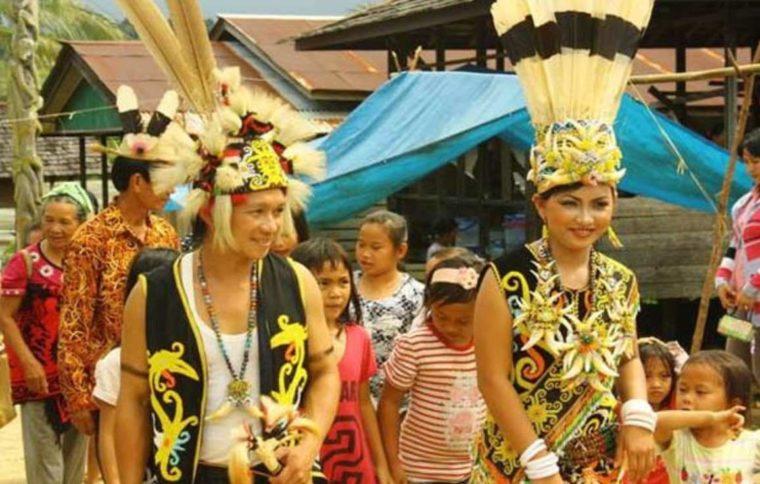 Pakaian Adat Kalimantan Utara Bulang Kurung