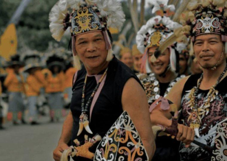 Pakaian Adat Kalimantan Utara Sapei Sapaq