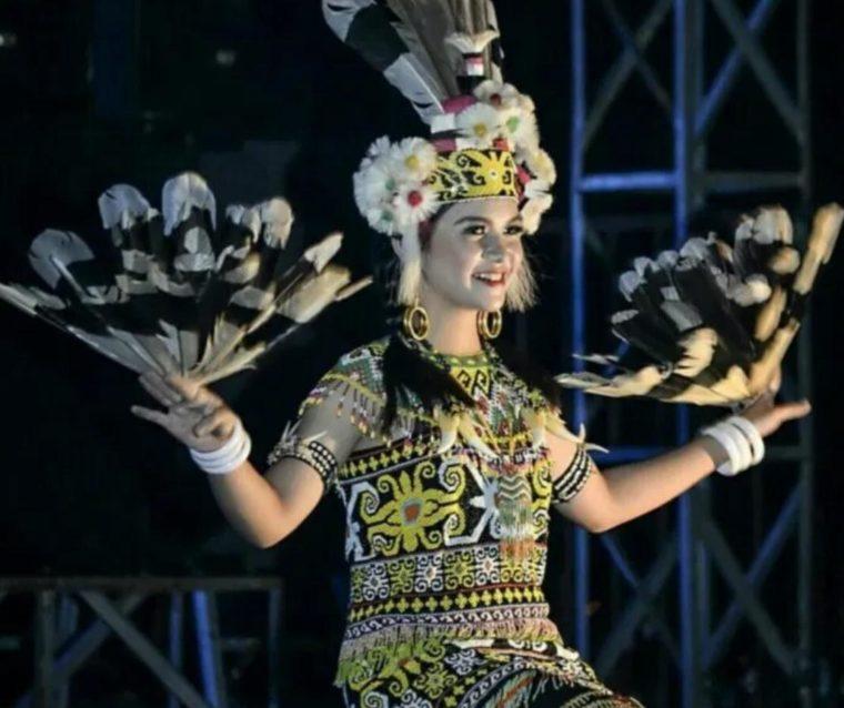 Pakaian Adat Kalimantan Utara Ta'a