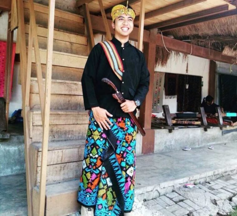 Pakaian Adat Pria Pegon NTB