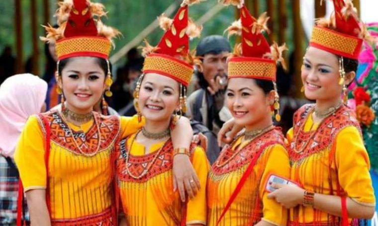 Pakaian Adat Sulawesi Selatan Baju Pokko