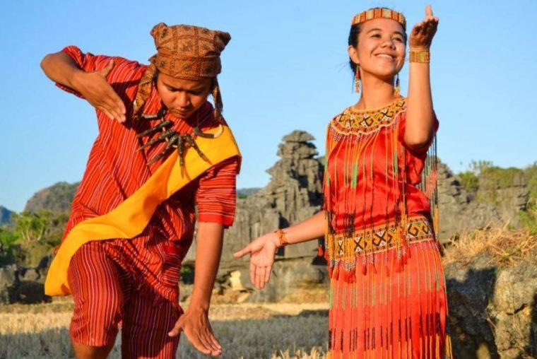 Pakaian Adat Sulawesi Selatan Baju Seppa Tallung
