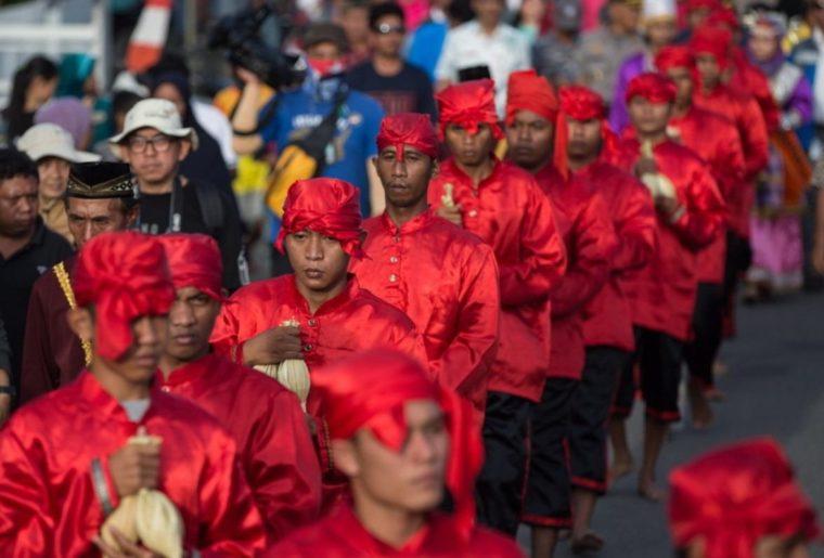 Pakaian Adat Sulawesi Tengah Suku Saluan