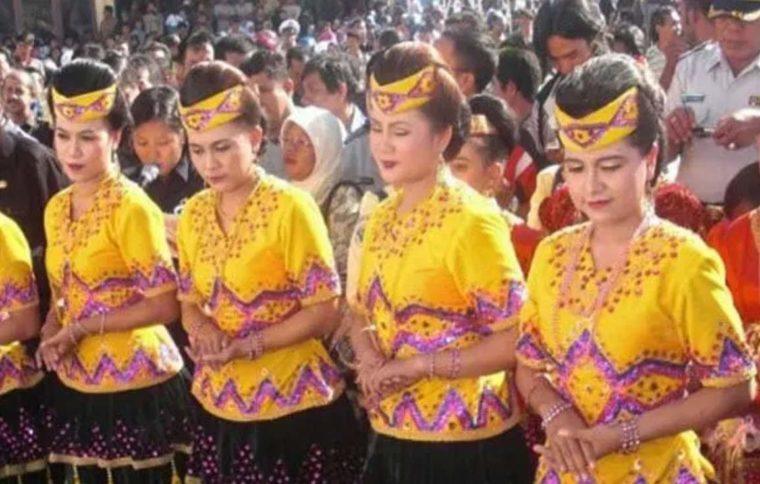Pakaian Adat Sulawesi Tengah Suku Toli-Toli