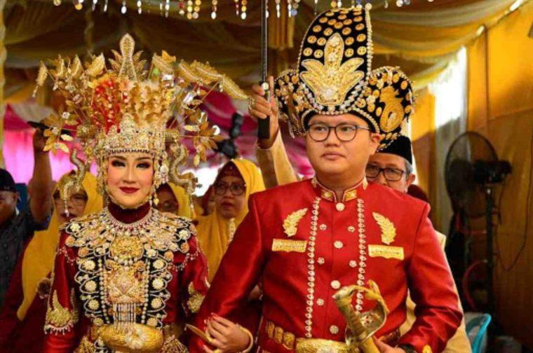 Pakaian Adat Sulawesi Utara Gorontalo