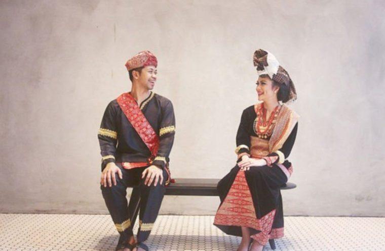 Pakaian Adat Sulawesi Utara Simpal