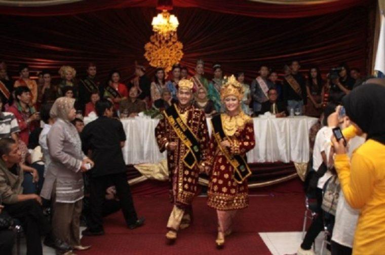 Pakaian Adat Sumatera Selatan Empat Lawang