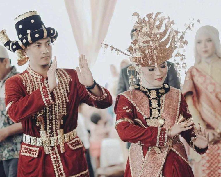 Pakaian Adat Sumatera Utara Suku Angkola