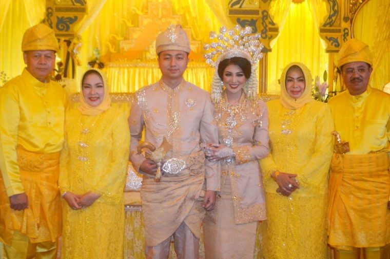 Pakaian Adat Sumatera Utara Suku Melayu