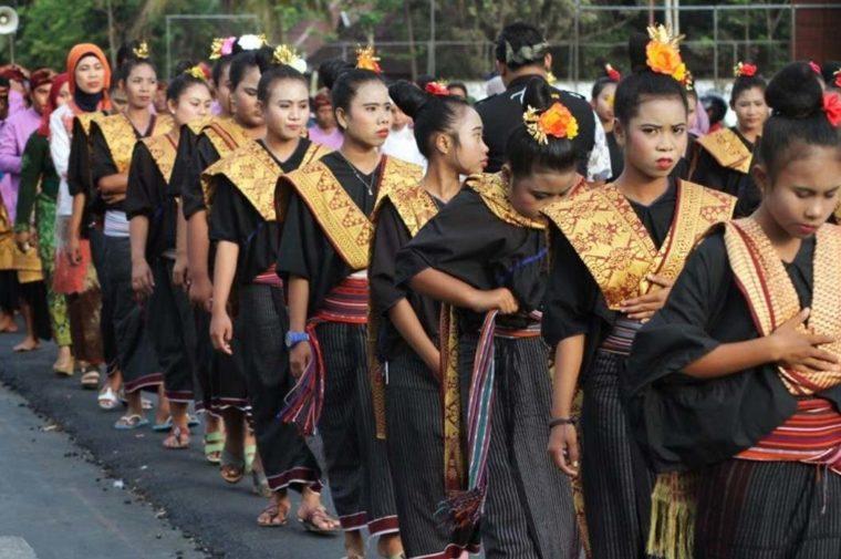 Pakaian Adat Wanita Lambung NTB