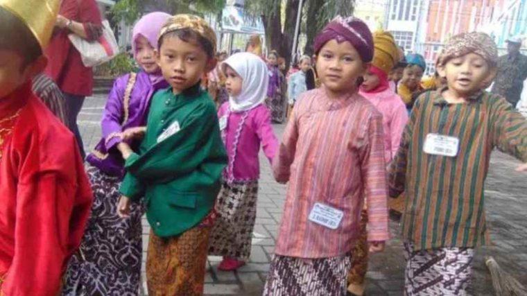 Pakaian Adat Yogyakarta Kencongan