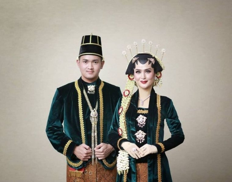 Pakaian Adat Yogyakarta Keprabon