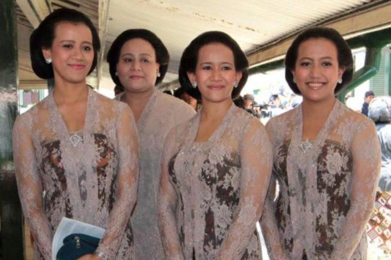 Pakaian Adat Yogyakarta Samekanan dan Samekanan Tritik