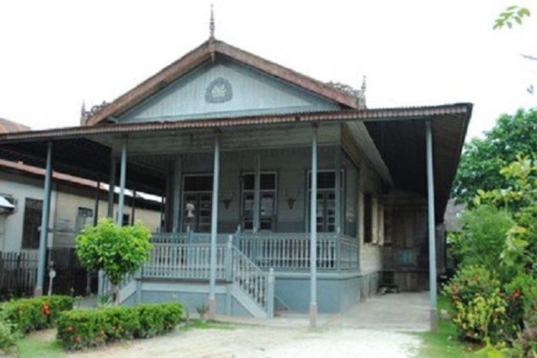 Rumah Adat Kalimantan Selatan Balai Laki