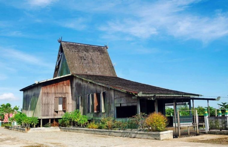 Rumah Adat Kalimantan Selatan Bubungan Tinggi