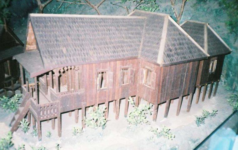 Rumah Adat Kalimantan Selatan Cacak Burung