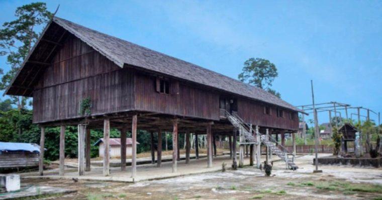 Rumah Adat Kalimantan Tengah Betang Damang Batu