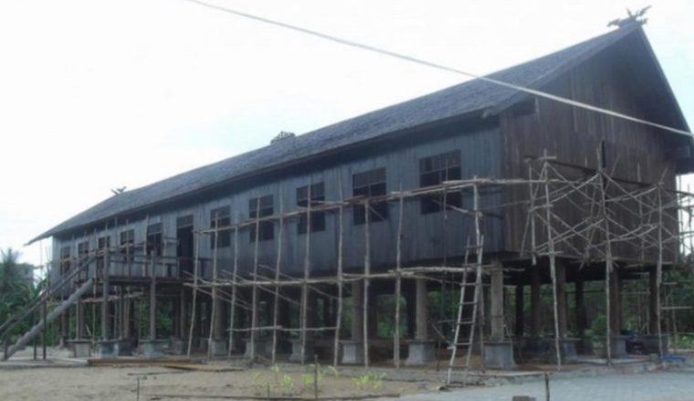 Rumah Adat Kalimantan Tengah Betang Desa Tumbang Bukoi