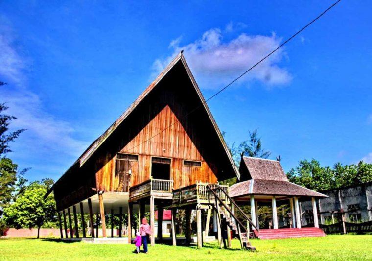 Rumah Adat Kalimantan Tengah Betang Pasir Panjang