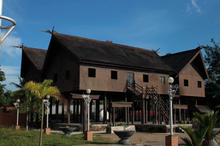 Rumah Adat Kalimantan Tengah Betang Tambaba