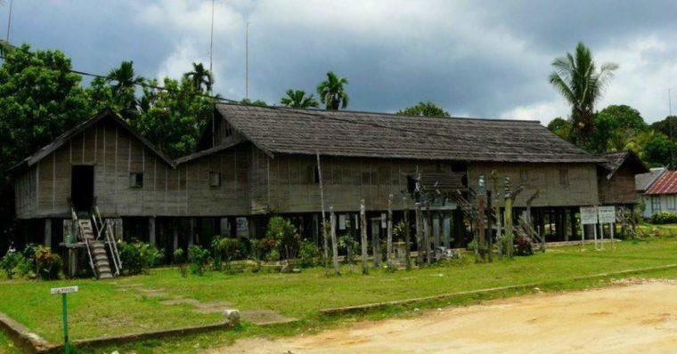 Rumah Adat Kalimantan Tengah Betang Toyoi