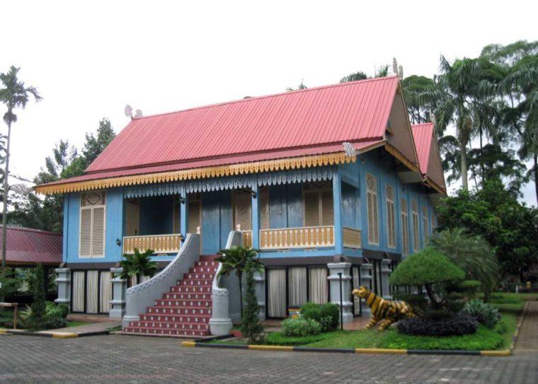 Rumah Adat Kepulauan Riau Lipat Kajang