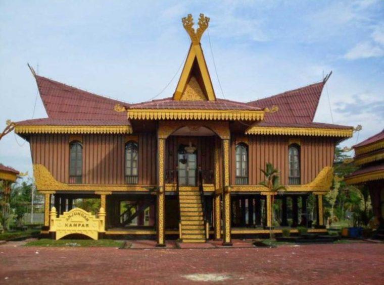 Rumah Adat Kepulauan Riau Lipat Pandan