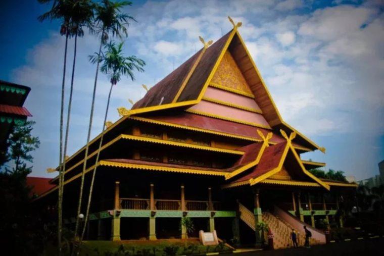 Rumah Adat Kepulauan Riau Salaso Jatuh