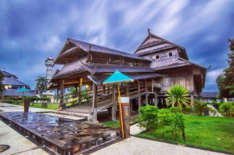 Rumah Adat NTB Dalam Loka