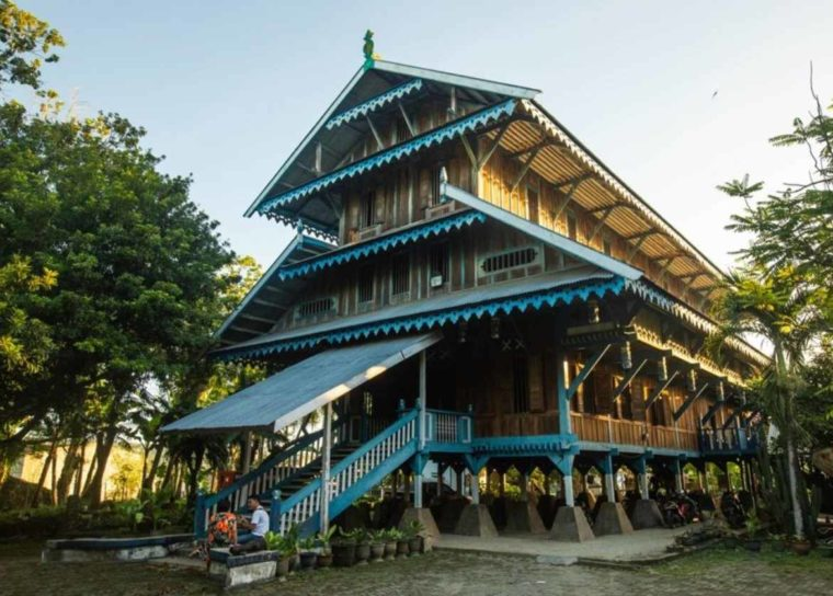 Rumah Adat Sulawesi Tenggara Banua Tada