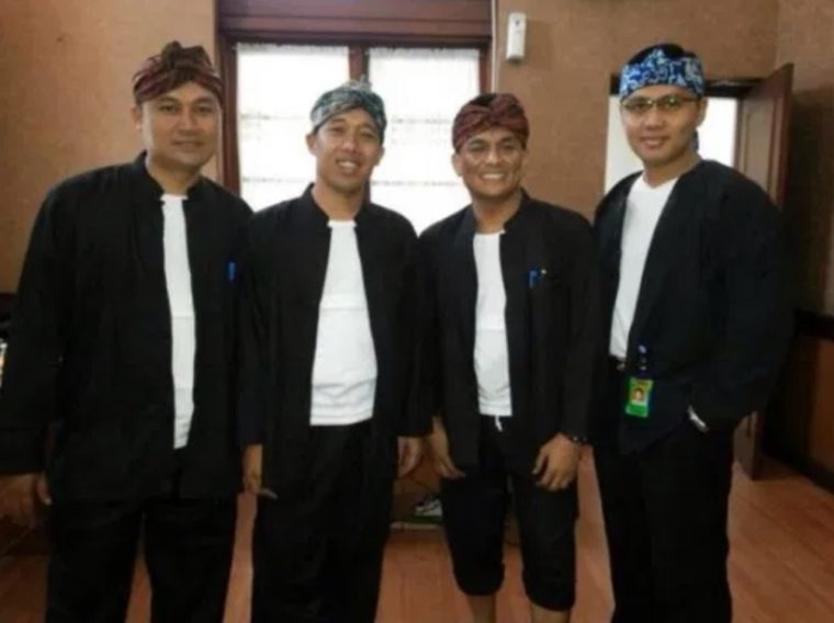 Pakaian Adat Banten Pangsi