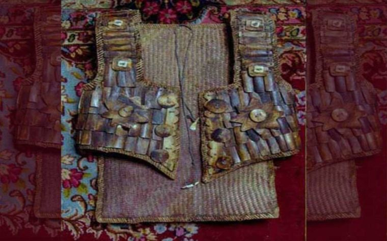 Pakaian Adat Kalimantan Tengah Anyaman Tikar