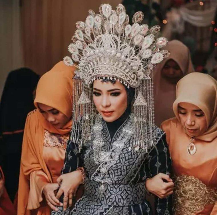 Pakaian Adat Kepulauan Riau Kebaya Labuh