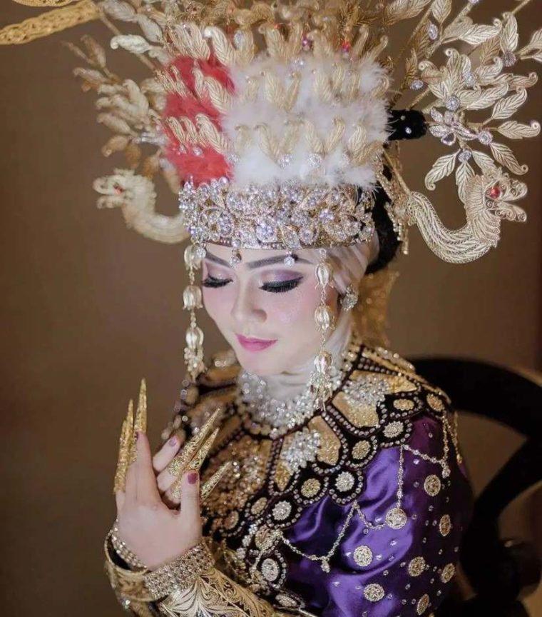 Pakaian Adat Wanita Gorontalo