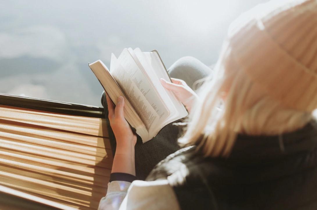 Gambar Thumbnail Pengertian Literatur