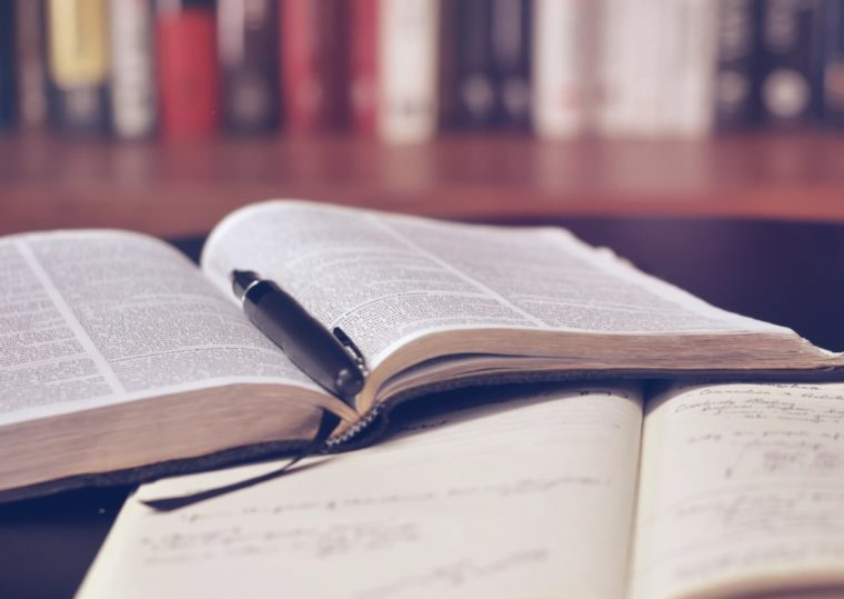Pengertian Literatur Menurut Para Ahli